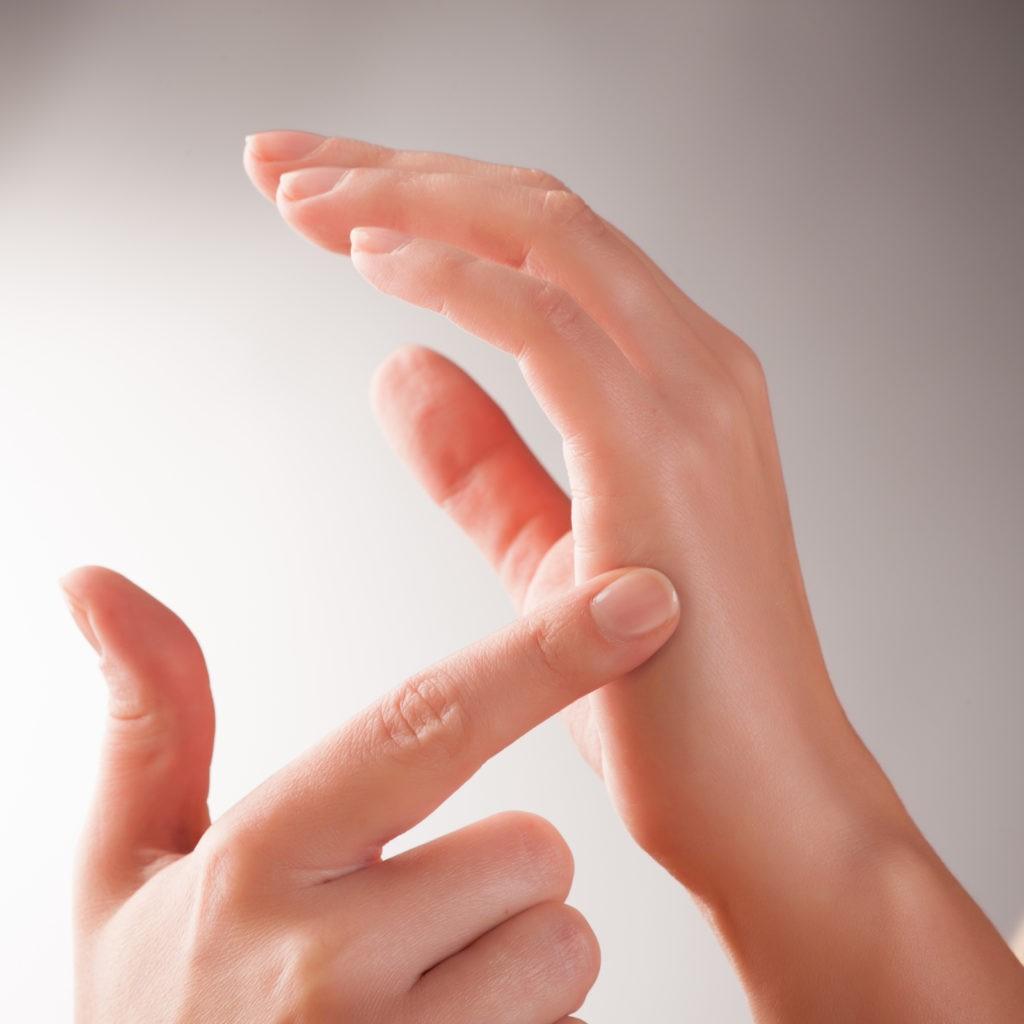Dieses Bild zeigt die Durchführung einer Tapping Behandlung